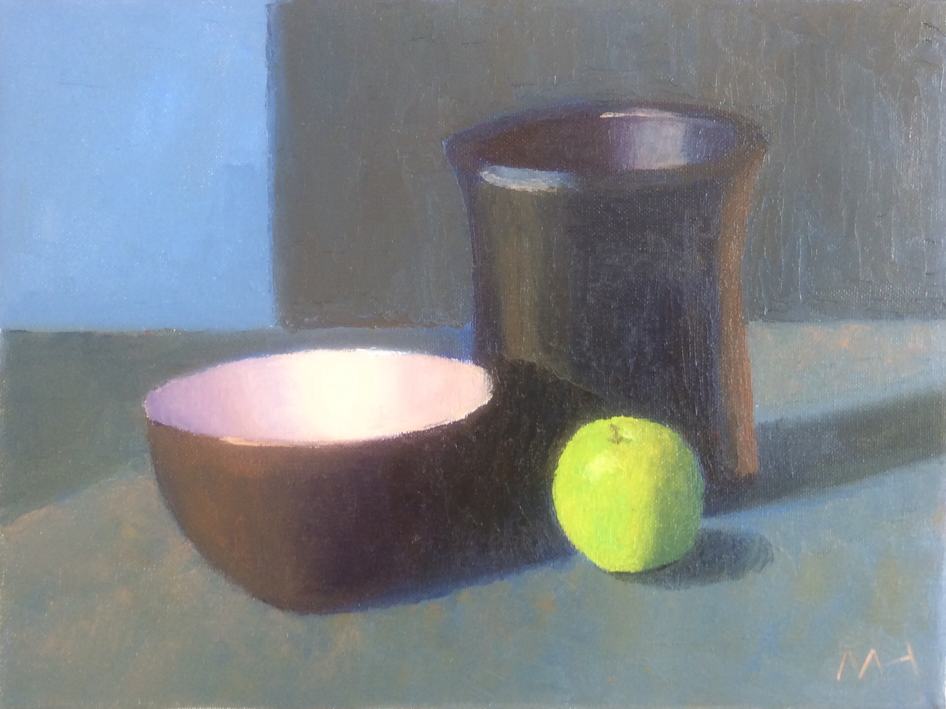 Bowlpot and green apple